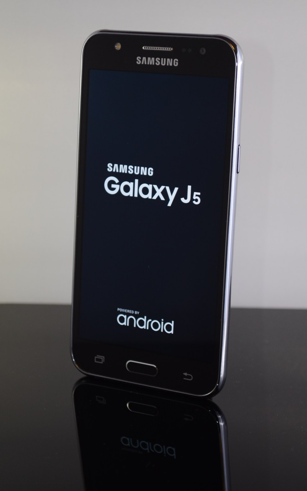Leaks Of Samsung 's New Phablet: Galaxy J Max